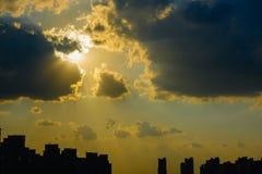 Sole dorato nel pomeriggio immagini stock