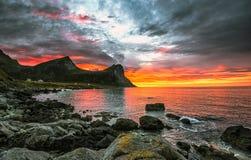 Sole Midnight su Lofoten fotografia stock libera da diritti