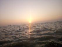 sole nel mare medio Immagini Stock Libere da Diritti