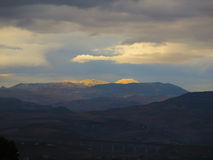 Sole recente sulle colline distanti Immagini Stock Libere da Diritti