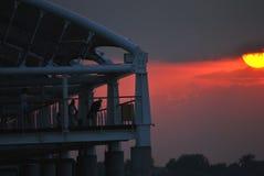 Sole rosso sopra il fiume Fotografie Stock Libere da Diritti