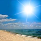 Sole sopra il mare Immagini Stock