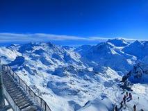 Sole sopra le alpi svizzere Immagine Stock