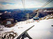 Soleggiato sul Mountain View della neve immagini stock
