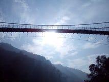 Soleil au-dessus du pont Images stock