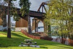Soleil de ressort sur Salmon Bay Bridge à Seattle, WA Photographie stock libre de droits