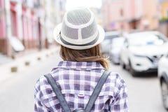 Soleil de vacances de loisirs de courroies de bookbag de sac à dos faisant de l'auto-stop l'escroquerie images libres de droits