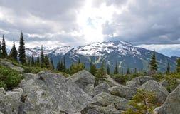 Soleil sur la montagne de siffleur, Canada Images libres de droits