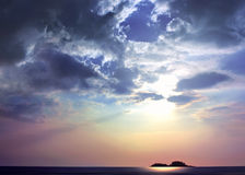 Soleil sur les îles et la mer Image stock
