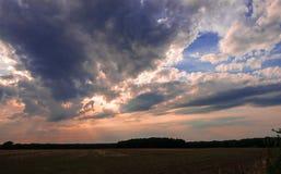 Solen finner det vägen Fotografering för Bildbyråer