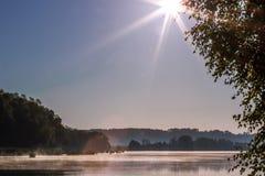 Solen, floden, morgonen Fotografering för Bildbyråer