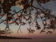 Solen går ner på Pasir-Putih royaltyfria foton