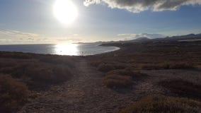 solen går på på stranden royaltyfria bilder