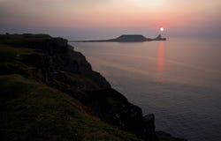 Solen som över ställer in, avmaskar huvudet, Rhossili Goweren, södra Wales Royaltyfri Foto