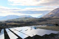 Solenergi i den Gran Sasso nationalparken, Italien Royaltyfri Foto