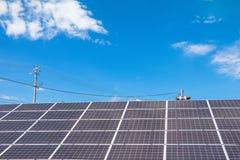 Solenergipaneler, Photovoltaic enheter för innovation gör grön e Arkivbild