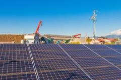 Solenergipaneler, Photovoltaic enheter för innovation gör grön en Arkivbilder
