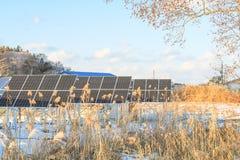 Solenergipaneler, Photovoltaic enheter för innovation gör grön en Fotografering för Bildbyråer