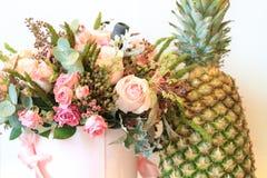 Solenny bukiet kwiaty dla pięknych dam, wiązka róże Zdjęcie Stock