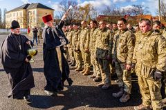 Solenny spotkanie oddziały wojskowi od ATO strefy w Uzhgorod fotografia stock