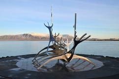 Solfar雕塑(太阳航海者)在雷克雅未克 免版税图库摄影