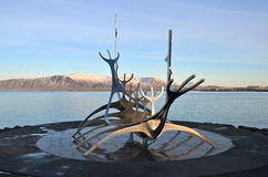 Solfar skulptur (solresande) i Reykjavik Royaltyfri Fotografi