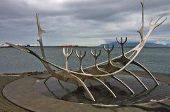 Solfar solresande är enorm stålskulptur av det viking fartyget Royaltyfria Bilder