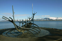 Solfar (Sun-Reisende) auf Reykjaviks Ufergegend Die Skulptur ist Stockfotografie
