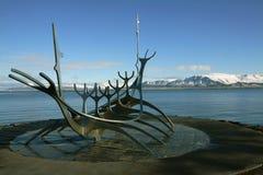 Solfar (viajero de Sun) en la costa de Reykjavik La escultura es Fotografía de archivo