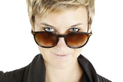 solglasögon för modeflickastående Arkivfoton
