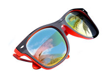 Solglasögon med reflexion royaltyfri bild