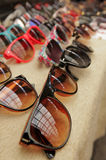 Solglasögon på försäljning Arkivfoton