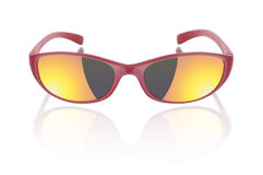 Solglasögon som isoleras på viten Arkivbild