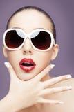 solglasögon som slitage kvinnabarn Royaltyfri Bild