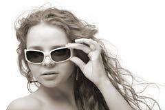 solglasögonkvinna Arkivbilder