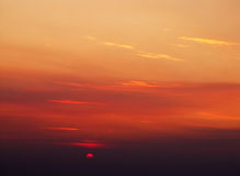 Solgryning, den sol- skivan Arkivfoton