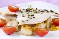 Solha fritado fresco com batatas roasted Imagens de Stock
