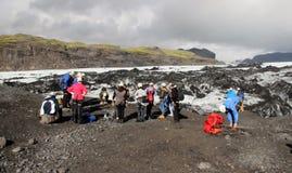 Solheimajokull冰川的,冰岛远足者 图库摄影