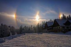 Solhund, ett atmosfäriskt fenomen arkivbild