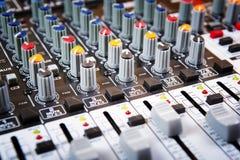 Solid musikblandarekontrollbord Arkivfoton