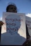 Solidarność dla YY ofiara Gwałcić 14 chłopiec w Indonezja Obraz Royalty Free