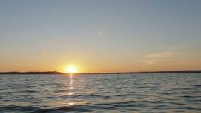 Solig bana på havet, sjö, flod Timelapse arkivfilmer