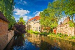 Solig cityscape av Brugge arkivfoto