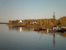 Solig dag för sommar på floden Fotografering för Bildbyråer