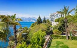 Solig dag i den populära semesterortstaden Antalya, Turkiet Arkivbilder