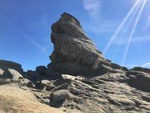 Solig dag på berget fotografering för bildbyråer