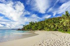 Solig dag på georgette för paradisstrandanse, praslin Seychellerna 51 Royaltyfri Foto