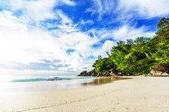 Solig dag på georgette för paradisstrandanse, praslin Seychellerna 59 Arkivbilder