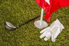 Solig dag på golffält Arkivbild