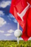 Solig dag på golffält Royaltyfri Bild